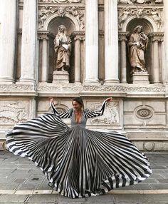 "1,624 Me gusta, 32 comentarios - CarmenM-Diario De Un Si Quiero (@diaryofyesido) en Instagram: ""🔝🔝Espectacular vestido que lleva @idilyazar fotografiada por @hobopeeba #bridallook #inspiration…"""
