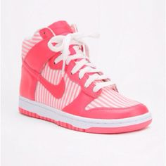 i dont like nikes but i LOVE the color pink