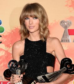 TAYLOR WINS BIG AT IHEARTRADIO MUSIC AWARDS : Taylor Swift