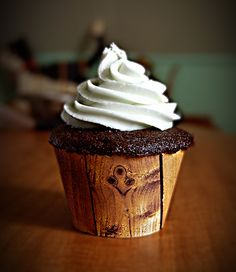 LOVE!!! Wooden Cupcake Wrapper - Rustic Cupcakes!!