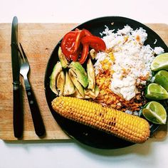 We are having a lunch party with this Mexican Bowl. 🎉 Rice, avocado, vegan cheddar, vegan ground beef, corn, vegan sour cream and tomatoes also joined. 😍