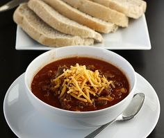 Hamburger Soup - an easy soup/chili that cooks in the crockpot Slow Cooker Stuffed Peppers, Stuffed Pepper Soup, Healthy Soup Recipes, Crockpot Recipes, Tasty Meals, Yummy Recipes, Dinner Recipes, Pastina Soup, Mascarpone