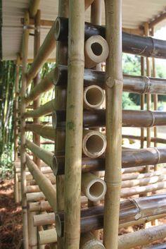 DIY Bamboo Designs and Projects DIY Bamboo Designs und Projekte Diy Bamboo, Bamboo Crafts, Bamboo Fence, Bamboo Ideas, Rustic Backyard, Backyard Garden Design, Backyard Patio, Backyard Landscaping, Bamboo House Design