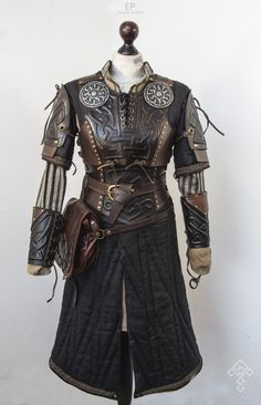 LARP Character costume Cheer Up Your Window This Winter With A Backyard To Grace It! Armor Clothing, Medieval Clothing, Historical Clothing, Historical Photos, Larp, Fantasy Armor, Fantasy Dress, Character Costumes, Character Outfits