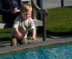 Fra Billed-Bladets kongelige billedalbum: En lille prins Christian på tur med mor i Hobart, Australien :-)  Foto: Hanne Juul, Billed-Bladet