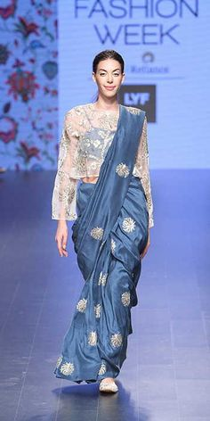 Payal Singhal at Lakmé Fashion Week summer/resort 2016 Saree Draping Styles, Saree Styles, Blouse Styles, Lakme Fashion Week, India Fashion, African Fashion, Fashion Fashion, Indian Wedding Outfits, Indian Outfits