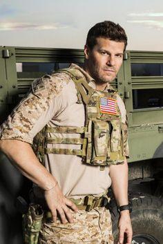 David Boreanaz is now playing a Navy Seal David Boreanaz, Buffy, Seeley Booth, Sexy Men, Hot Men, Jessica Pare, Men In Uniform, Raining Men, Star Wars