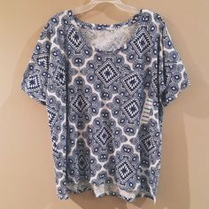 NWT Old Navy Print Boyfriend Tee Brand new top with a fun print! Also has a small pocket on the front. Old Navy Tops Tees - Short Sleeve