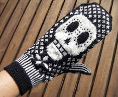 Day of the Dead Mittens by Allison Guy. I am pretty sure I need these. what do you think @JayLene Seeley?
