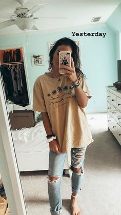 Thrift a similar shirt** and style similarly comfy school outfits, casual summer outfits Surfergirl Style, Mode Jeans, Neue Outfits, Cute Casual Outfits, Comfy School Outfits, Summer School Outfits, Jeans And T Shirt Outfit Casual, Cute Outfit Ideas For School, Cute Outfits For Girls