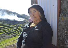 Maria Custodia   Num dos caminhos que dá acesso à parte antiga da aldeia de Felgueira, fomos encontrar a descansar contra um palheiro Maria Custodia, com 91 anos de idade   www.ondasdaserra.pt #ondasdaserra #people #aroundtheworld #story