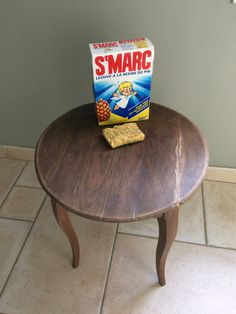 As promised, right here is the tutorial of the little desk offered beforehand. Preparation is a step that's essential to deal with. Sand with fine-grit sandpaper after which wash … Upcycled Furniture, Diy Furniture, Restoring Furniture, Shaby Chic, Furniture Restoration, Room Decor Bedroom, Retro, Important, Shabby