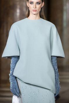 Stephane Rolland Couture Fall 2019 Fashion Show Details Fashion Details, Couture Details, Origami Fashion, Stephane Rolland, Jumpsuit Pattern, Fabric Manipulation, Yohji Yamamoto, Issey Miyake, Fashion Show