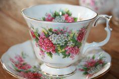Royal Albert Bone China  England vintage teacup  door HomiArticles
