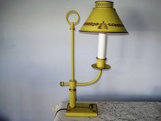Near Mint Vintage Metal Hand Painted Pale Yellow Tole Desk Bed Side Table Lamp
