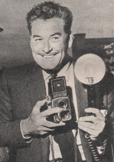 ERROL FLYNN and his Rolleicord camera