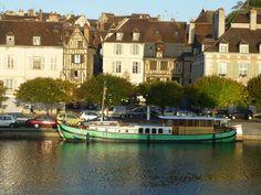 D'un monde à l'autre, d'une rive à l'autre, la Péniche . Auxerre