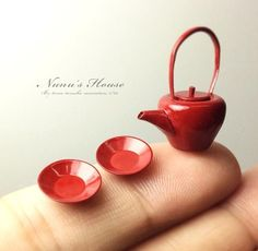 "Tomo Tanaka, a self-described ""miniature artist"" has been crafting micro-replica sculptures of food and common household items since 2002. The sculptures are all made to scale – 1/12 of the original, according to the artist – and come to life primarily from clay and epoxy. The replicas are so lifeli"