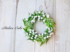 すずらんのミニリース|フラワー・リース|アトリエ咲|ハンドメイド通販・販売のCreema Crochet Wreath, Lily Of The Valley, Quilling, Floral Wreath, Creema, Spring Wreaths, Bouquets, Decorations, Wedding