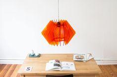 Die L16 Lampen Serie ist eine dekorative und handgefertigte Acrylglas Designer Lampe, in moderner Optik, für eine stimmungsvolle Beleuchtung in deinem Zuhause.  Leuchte aus Acrylglas, Orange Lampe, Design Lampe, knallige Lampe, farbige Leuchte, Raum färbende Leuchte, Akzent Lampe, Lampenschirm, 2017 von UnikatUndKleinserie auf Etsy