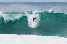 World Surf League: Men's Oi Rio Pro Round 2 / 2015年5月14日、ブラジルでOi Rio Pro Round 2が実施された。波のコンディションはRound 1と変わり、サイズもヘッドオーバーで、テイクオフ直後のチューブライディングが可能なブレイクとなった。