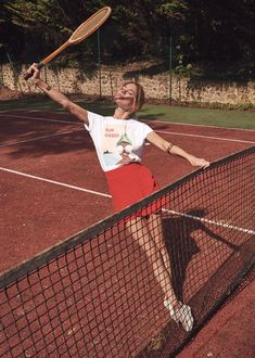 rowe-camille: Camille Rowe for Sezane : Liberté, egalité, sensualité Tennis Photography, Photography Poses, Mode Tennis, Magazine Sport, Tennis Photos, Poses Photo, Estilo Fitness, Vintage Tennis, Tennis Fashion