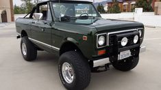 Jaw dropper!  ❤These!  I will own one, one of these days! 1978 International Scout II