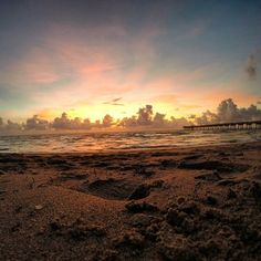 Sunrise on the beach in Fort Lauderdale. Photo courtesy of agemini_inwanderlust on Instagram.