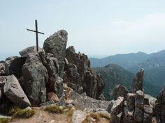 Massif du Monte Incudine - La Punta di a Vacca Morta (en corse Punta lla Vacca Morta) est un sommet montagneux de 1 314 mètres d'altitude situé en Corse-du-Sud, près du village de Cartalavone (Cartalavonu, hameau de l'Ospedale sur la commune de Porto-Vecchio).