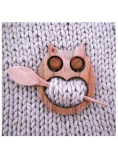 Give your newly crafted shawl an extra bit of class and uniqueness with this wooden owl shawl pin.
