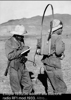 """Ethiopia, Two telegraphist soldiers assigned to an mod. 1933 radio station set up for operation during """"backpack"""" transport. East Africa, North Africa, Warring States Period, Italian Army, Afrika Korps, Military Diorama, Korean War, German Army, Vietnam War"""
