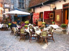 Chocolaterie & Cafe du Pierre in Tallinn's old town, Estonia (by Walter Q's). Baltic Sea Cruise, Estonian Food, Estonia Travel, Moving To Italy, Coffee Places, Cafe Bistro, Old Town Square, Visit France, Cafe Restaurant