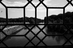 A view #geometry #composition #lines #perspective #leicacamera #leicaimages #leicaq #chateau #chenonceau #chateaudelaloire #france #paysage #patrimoine #landscape #loire #river #reflection #centered #symmetry #bw #bnw #bw_lover #monochrome #blackandwhite #explore #wander