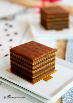 Just love the way these cakes look!   Look at all those layers!  http://www.bisousatoi.com/2012/03/lapis-legit-mocha-latte.html
