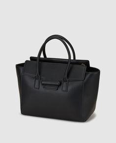 Bolso de mano en negro con asa larga extraíble
