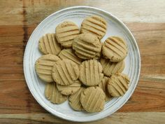Mini peanut butter cookies - Drizzle Me Skinny!Drizzle Me Skinny! With I can't believe it's butter light and brown sugar substitute, recipes equals 42 pts total. PB fit reduces to 29 pts. Ww Desserts, Weight Watchers Desserts, Healthier Desserts, Butter Cookies Recipe, Peanut Butter Cookies, Skinny Recipes, Ww Recipes, Light Recipes, Drizzle Me Skinny