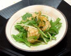 夏ミカンの皮と果汁がアクセント。イカと水菜ときゅうり、揚げにんにくが爽やかな一品。