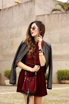 look du jour velvet pleated skirt burgundy