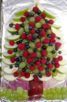 Holiday Vegetable Trays are festive, easy to make, healthy & delicious! Add fun to your Christmas table with one of these great vegetable/ fruit tray ideas. Charcuterie, Christmas Tree Veggie Tray, Holiday Festival, Food Gifts, Vegetable Trays, Baking, Vegetables, Eat, Festive