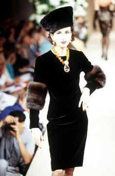 Yves Saint Laurent - Haute Couture - Runway Collection - WomenFall / Winter 1995