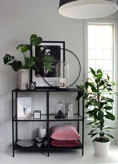 Pin by Ashleebarrero on Living room inspo in 2020 Small Space Interior Design, Beautiful Interior Design, Home Decor Bedroom, Home Living Room, Deco Studio, Pinterest Home, Decoration, Narvik, Decorating Websites