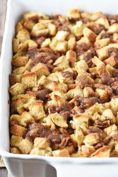 to make a deliciously easy French toast casserole, a make ahead recipe that's perfect for a crowd and makes a quick breakfast on busy mornings. Overnight French Toast, French Toast Bake, French Toast Casserole, Breakfast Casserole, Egg Casserole, Casserole Recipes, Brunch Recipes, Breakfast Recipes, Breakfast Ideas