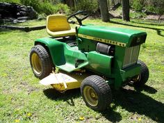 Manufactured from the John Deere 112 is still the perfect option for springtime lawn care. Learn more about this vintage John Deere tractor. Small Tractors, Compact Tractors, John Deere Garden Tractors, Lawn Tractors, John Deere Equipment, Heavy Equipment, John Deere Mowers, Lawn Service, Outdoor Art