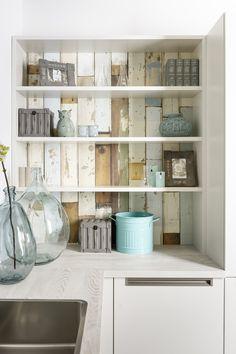 Modern, Simple and Charming Kitchen Designs! White Cupboards, Kitchen Themes, Kitchen Designs, Beautiful Kitchens, New Kitchen, Bathroom Medicine Cabinet, Countertops, Bookcase, Flooring
