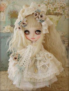 toute belle cette poupée