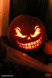 Pumpkin carving for Halloween – spooky designs Awesome Pumpkin Carvings, Scary Pumpkin Carving, Halloween Pumpkin Carving Stencils, Pumpkin Carving Templates, Pumpkin Stencil, Spooky Pumpkin, Simple Pumpkin Carving Ideas, Scary Pumpkin Faces, Pumpkin Ideas