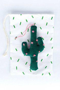 Gorgeous felt cactus ornaments - 10 Cute Cactus Projects | Tinyme Blog