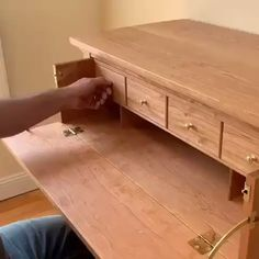 How great is this handmade desk with secret drawers ⠀ woodworking .How great is this handmade desk, which is designed with secret drawers ⠀ woodworking wood woodart woodworkHidden personal theater ? Pallet Patio Furniture, Folding Furniture, Smart Furniture, Space Saving Furniture, Home Decor Furniture, Rustic Furniture, Furniture Design, Table Furniture, Furniture Removal