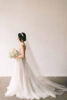 BHLDN wedding dress   Elizabeth Fogarty Photography   see more on: http://burnettsboards.com/2015/06/modern-art-gallery-styled-shoot/