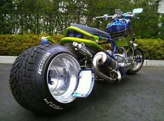 Some of these scooters are so cool they'd better be stored at the garage rather than being ridden. Some of these - Cool, Creative - Check out: Crazy Japanese Bike Designs on Barnorama Custom Choppers, Custom Bikes, Scooter Custom, Moto Quad, Yamaha Xjr, Suzuki Hayabusa, Honda Ruckus, Honda Cbx, Scooter Bike
